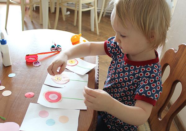 МК по созданию открытки - посыпаем блестками