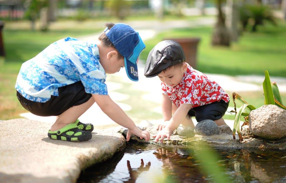 простая игра с водой для детей