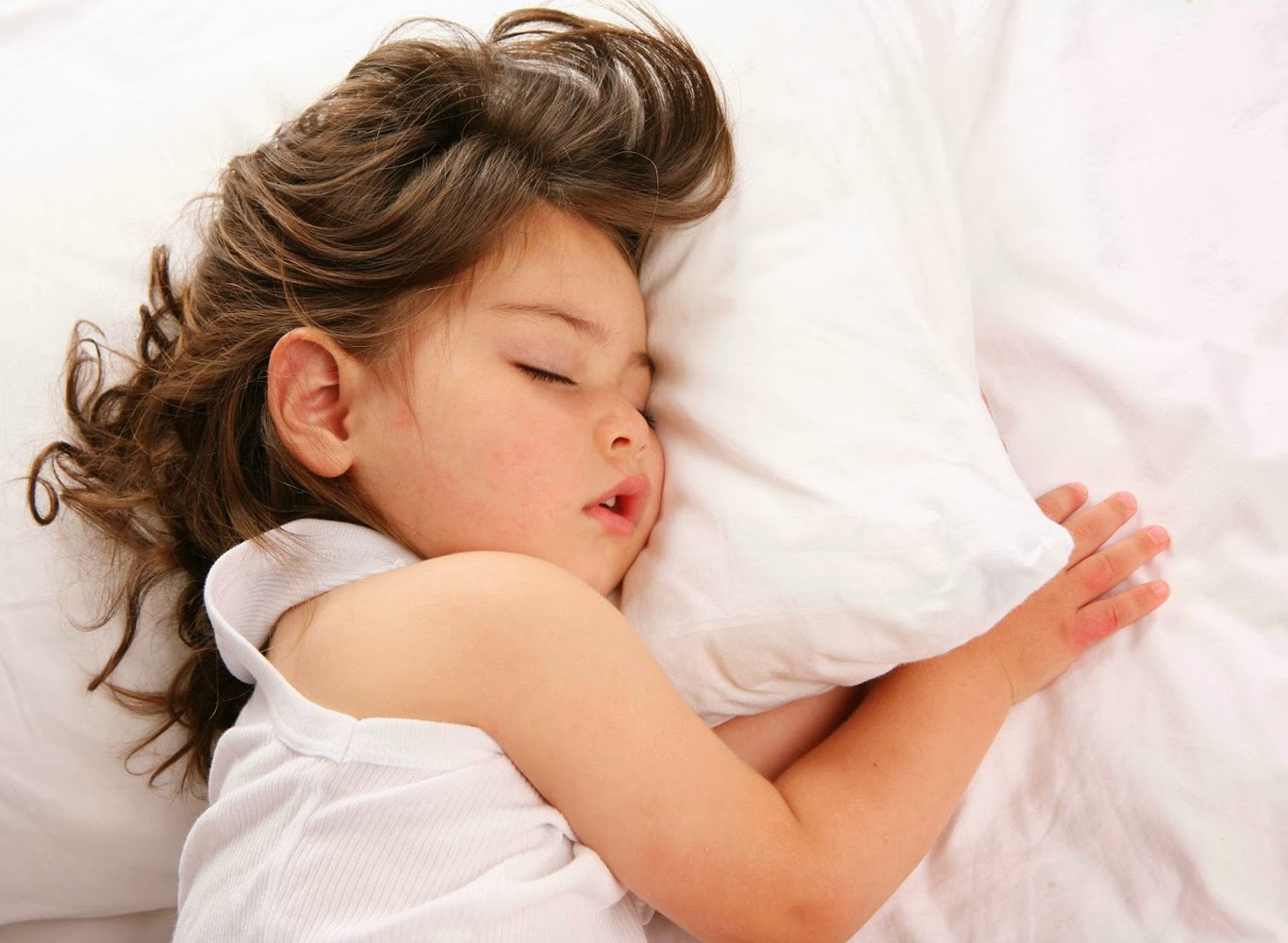 Почему ребенок сильно потеет 3 года
